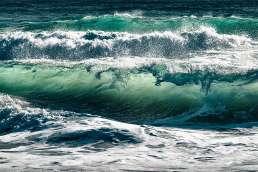 Ocean waves cresting